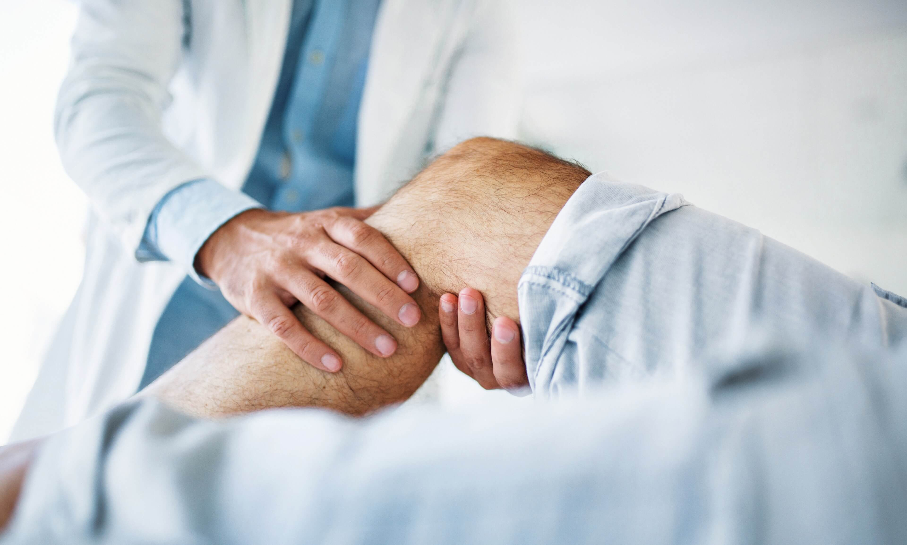 Doctor accessing a patient's knee